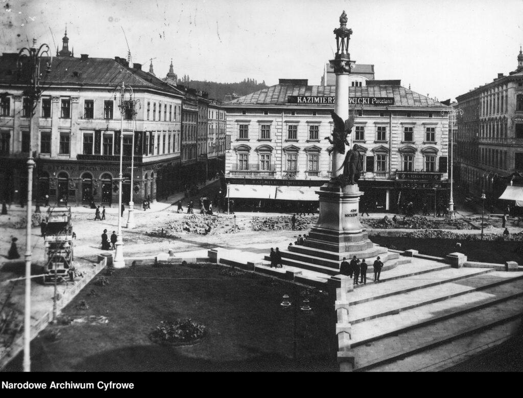 Площа Міцкевича у Львові будинок № 9 та 10